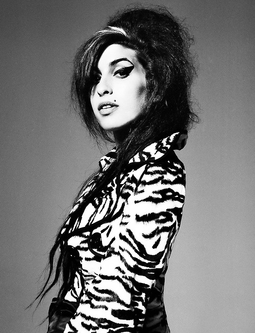 images of amy winehouse, celebrity, girl, black and white