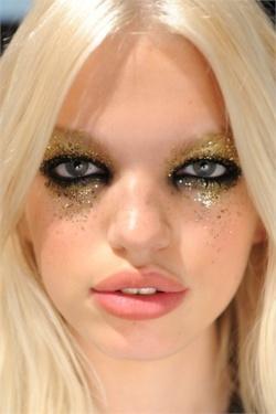 Gold dust woman beautiful makeup model added november image size xpx source pinterest Make up eyes