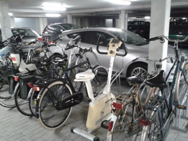 Funny pictures, ridiculous, bikes, car