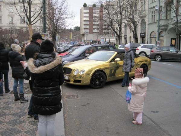 Jolly photography, positive, golden car