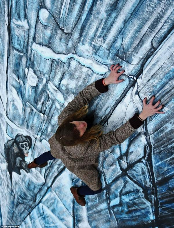 Unusual three-dimensional chalk drawings, amazing art, wall