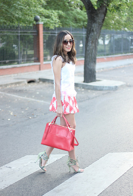 Fashionable pink bag for pretty lady