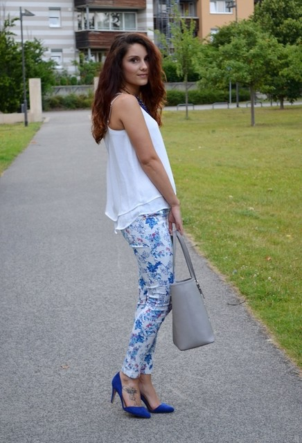 Stylish and trendy gray bag for lady