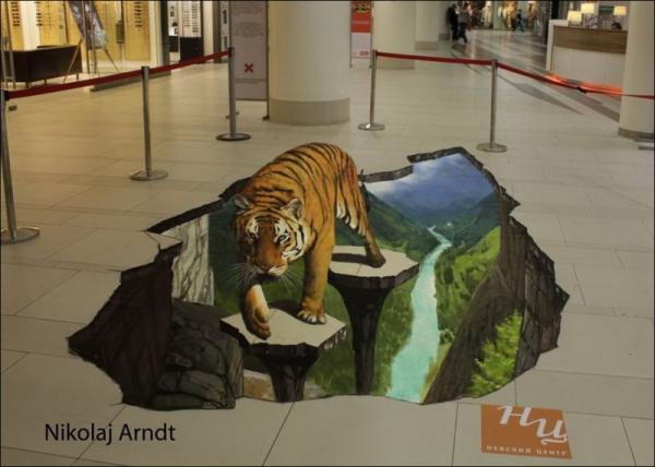 Three-dimensional street art, Nicholas Arndt, walking tiger