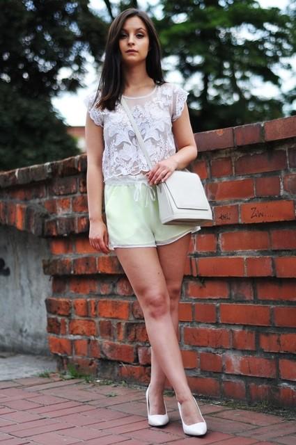 Trendy white bag for lady