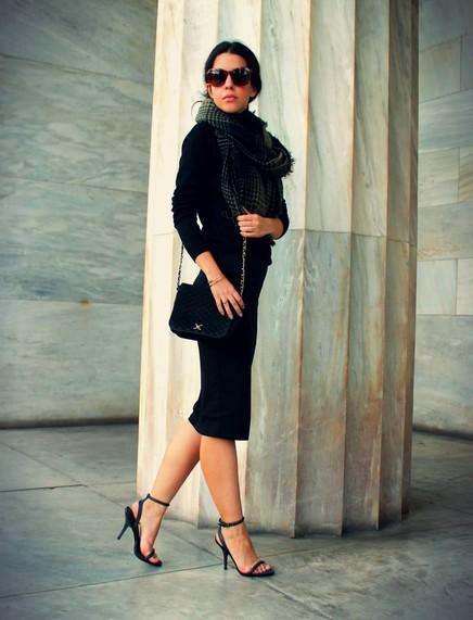 Fashionable black female skirts 1