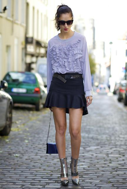 Fashionable black female skirts 3
