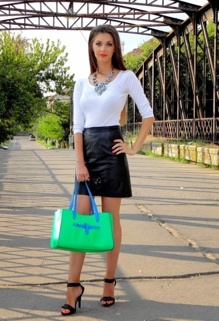 Stylish green female bags 3
