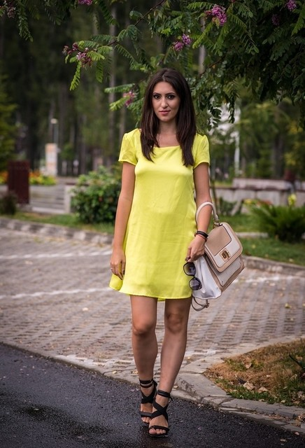 Trendy yellow dresses 5